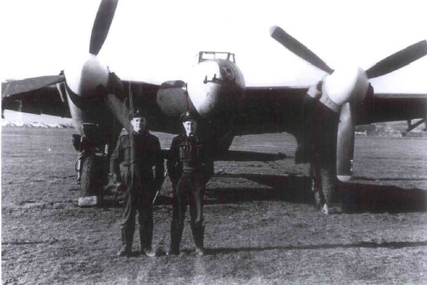 Squadron Leader Reid & Flying Officer Turner infront of an unidentified Mosquito