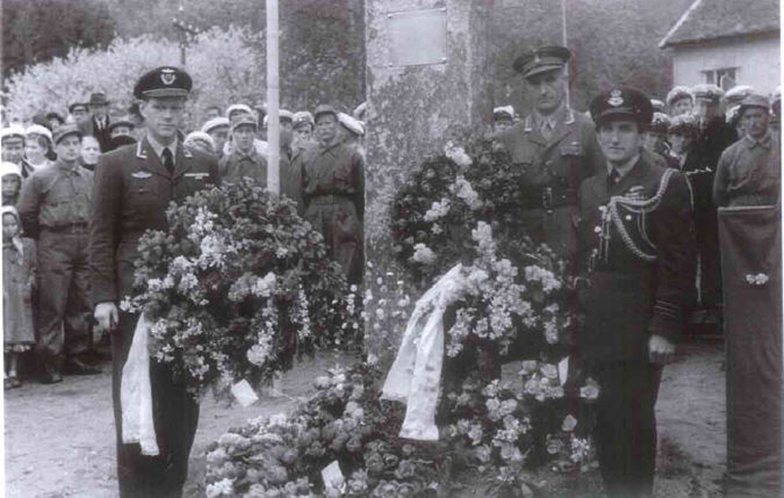 Memorial service and monument unveiling, Steinsvik 1950